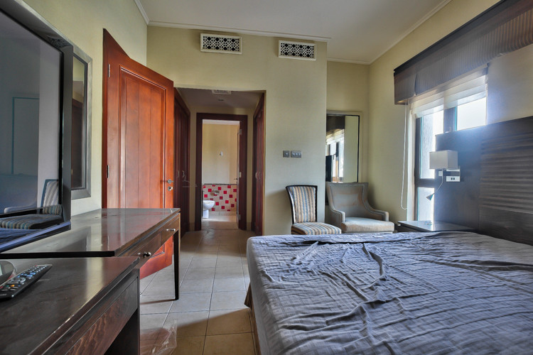 1 Bed room Boulevard views Low Floor | 1 Chq - Image 2