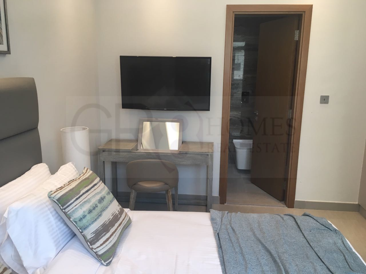 Fully furnished apartment with Marina view - Image 5