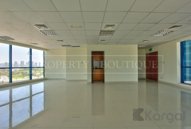 Amazing Views Fitted Office Space in Jumeirah Bay X3 - Image 1