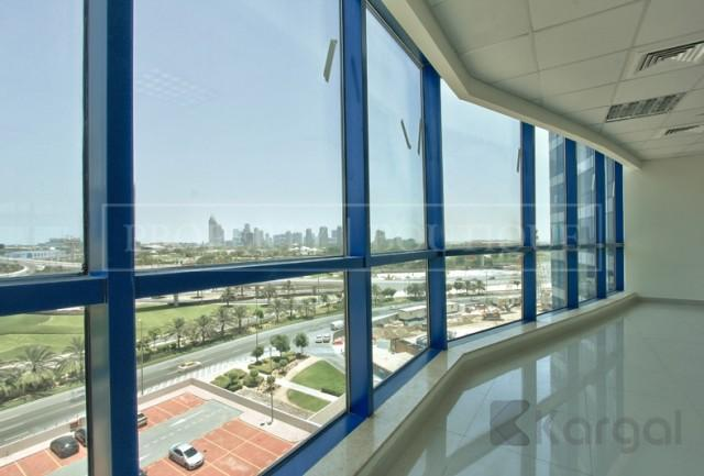 Amazing Views Fitted Office Space in Jumeirah Bay X3 - Image 8