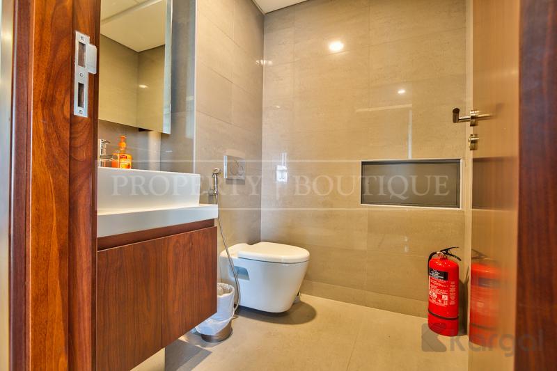 Impressive fully furnished Half Floor Office, DIFC - Image 10