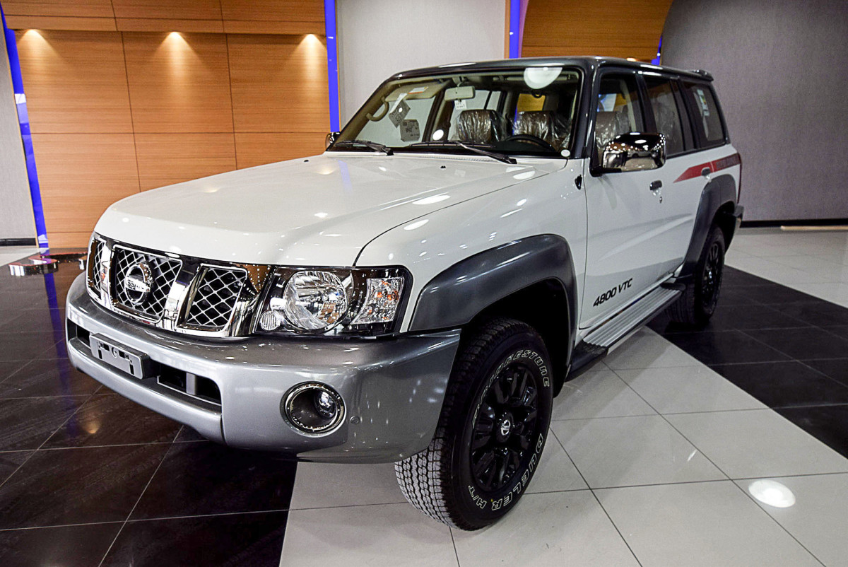 Nissan Petrol Super Safari 2017 (White-Gray)-01.JPG