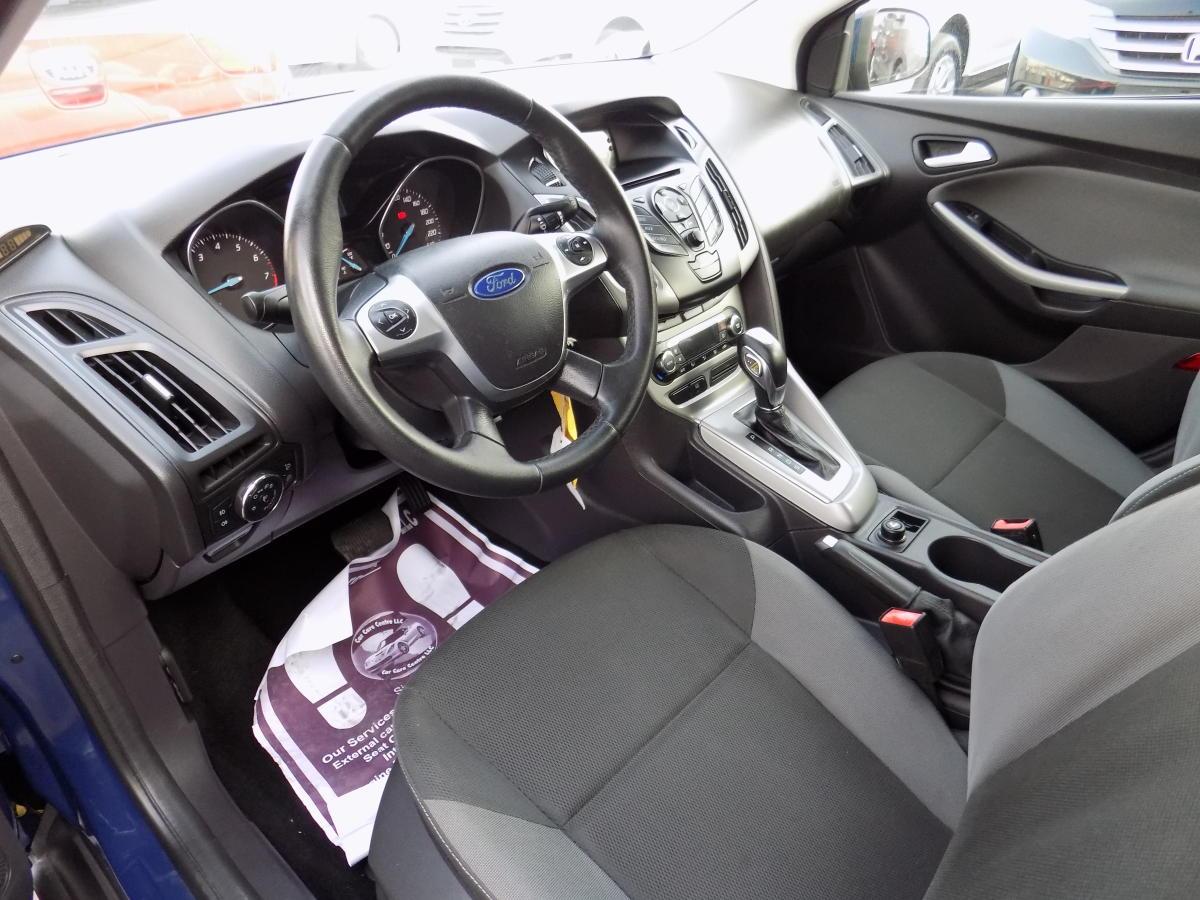 Ford Focus 2012  (5).JPG