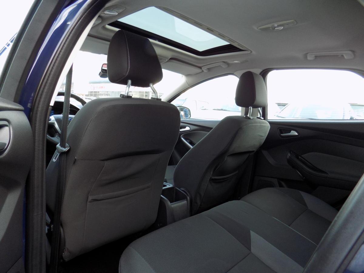 Ford Focus 2012  (6).JPG
