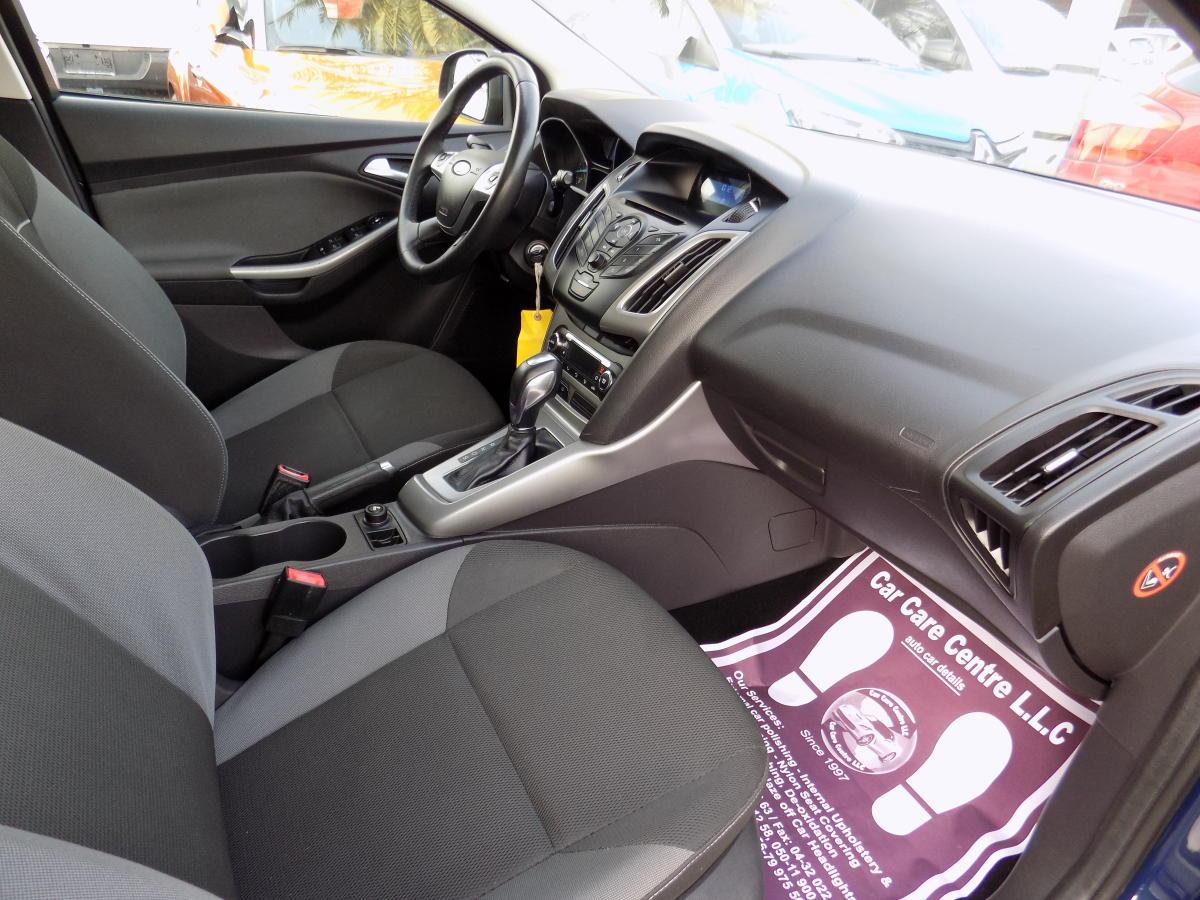 Ford Focus 2012  (8).JPG