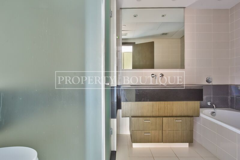 Full Burj Khalifa and Fountain view | 2 Bed - Image 8