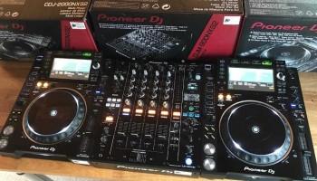 2x Pioneer CDJ 2000 NXS2 + DJM 900 NXS2 Mixer.JPG