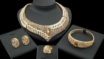 Indian-Bridal-Kangan-Set-Dubai-18k-Gold.jpg