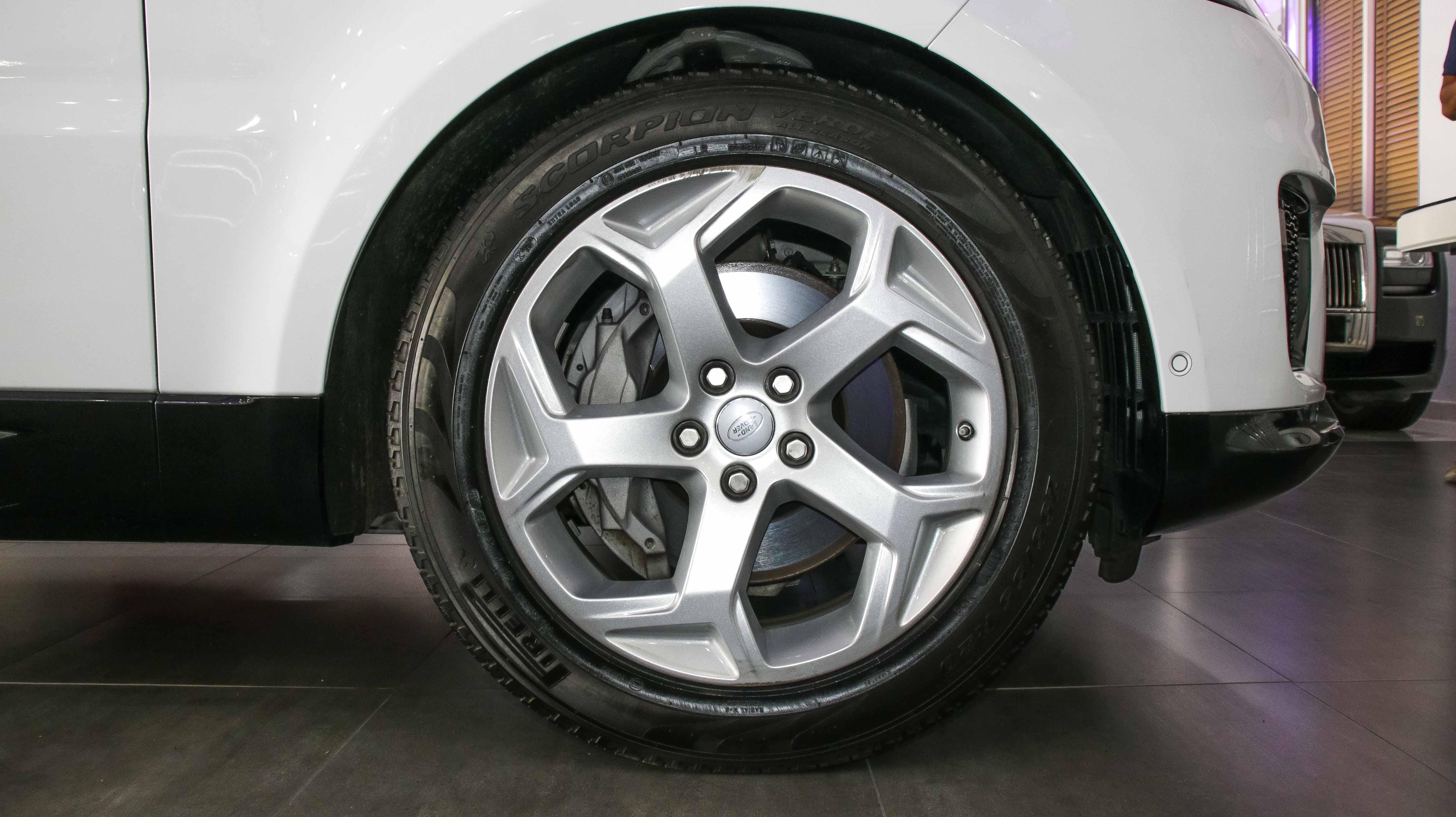 2018-Range-Rover-Sport-HSE-White-10.jpg