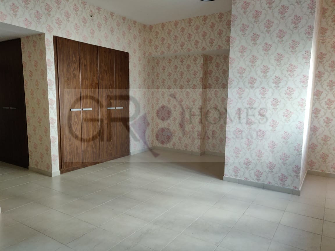 Spacious 2 Bedroom Apartment in Executive Tower F - Image 3