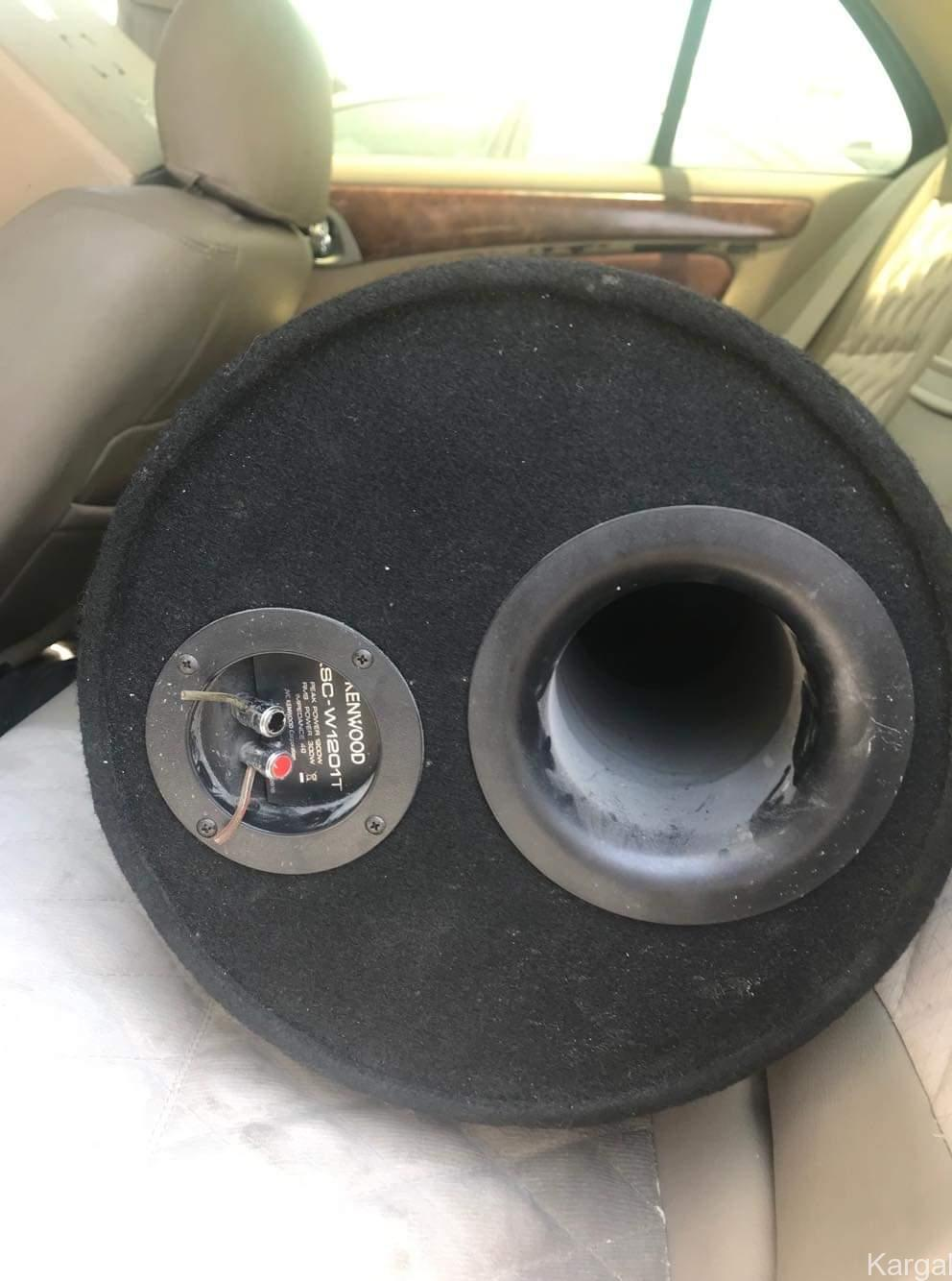 Kenwood amplifier 500 watts with woofer used - Image 3