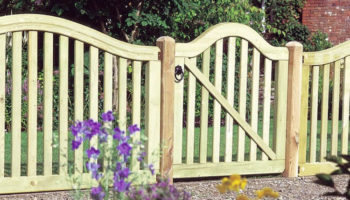Picket Fence Dubai Garden Fence Dubai  Wooden fence Suppliers Dubai (2).jpg