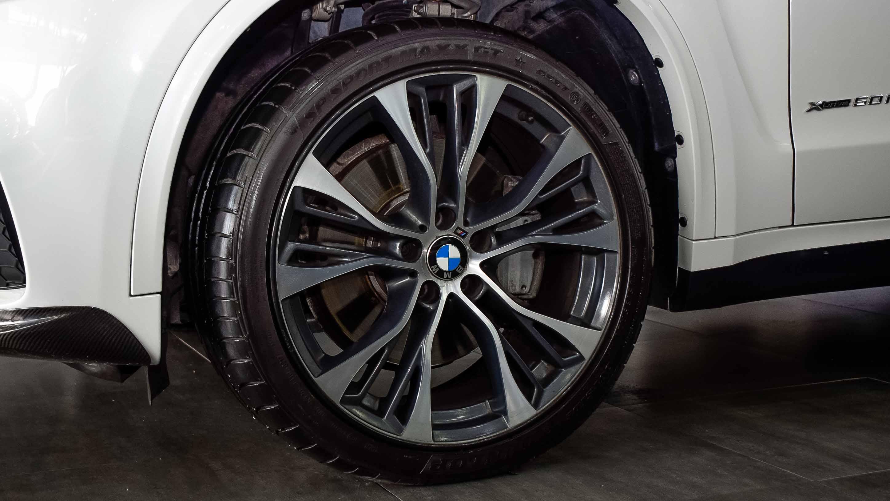 2014-BMW-X5-xDrive50i-M-Performance-White-Tan-GCC-10.jpg