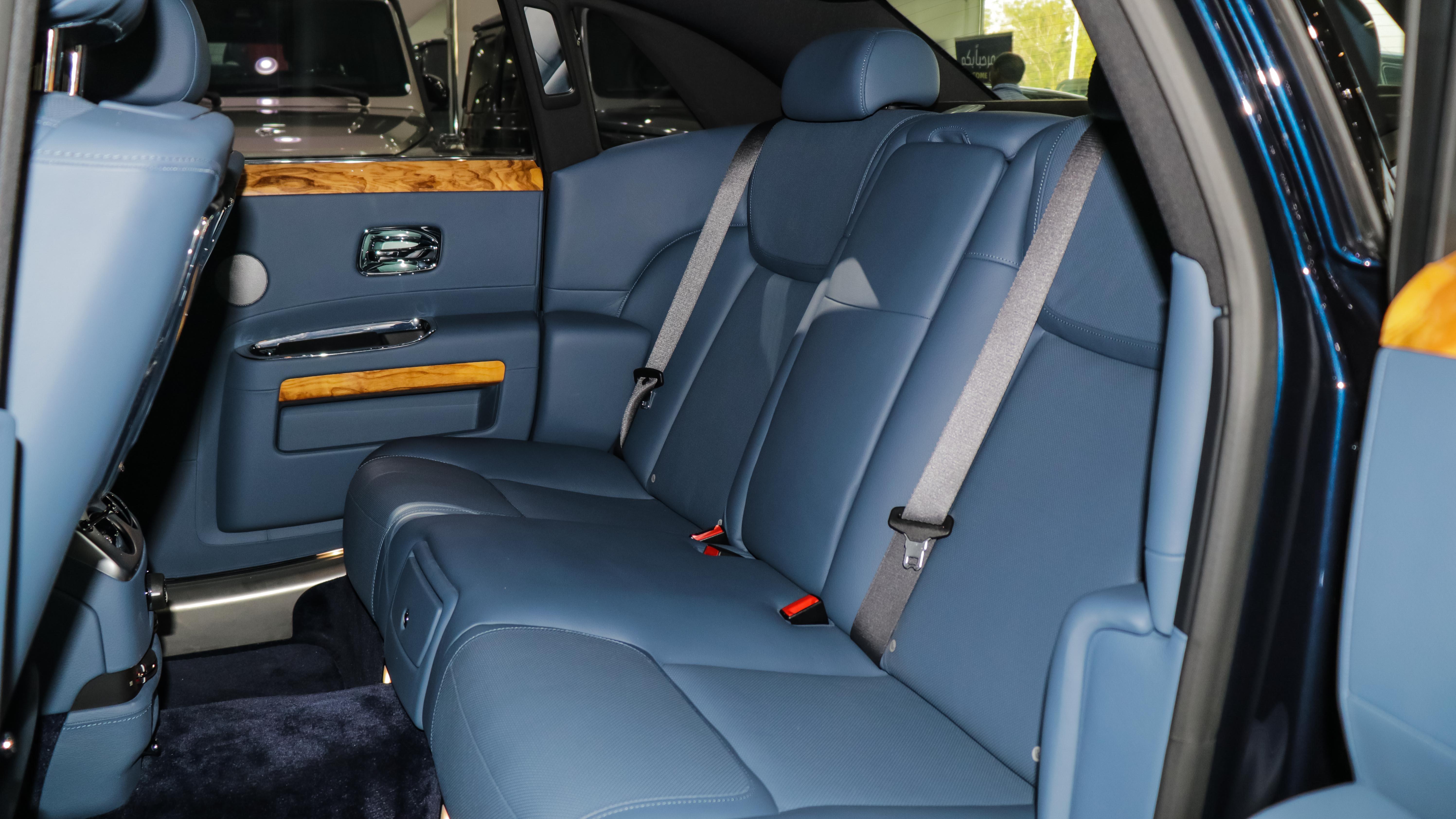 2016-Rolls-Royce-Ghost-Blue-Blue-08.jpg