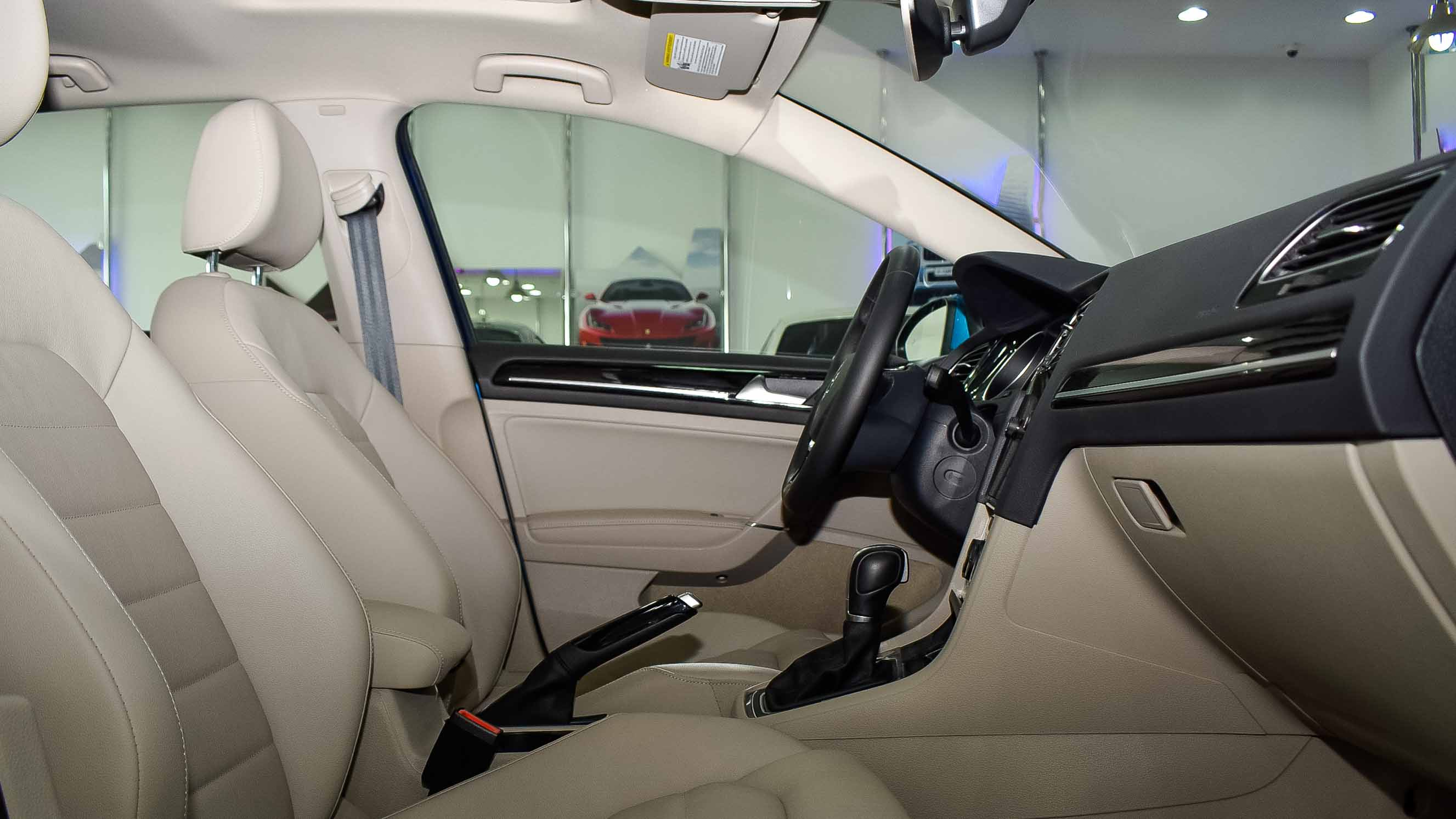 2019-Volkswagen-Golf-1.4-Blue-Beige-Canadian-Specifications-07.jpg