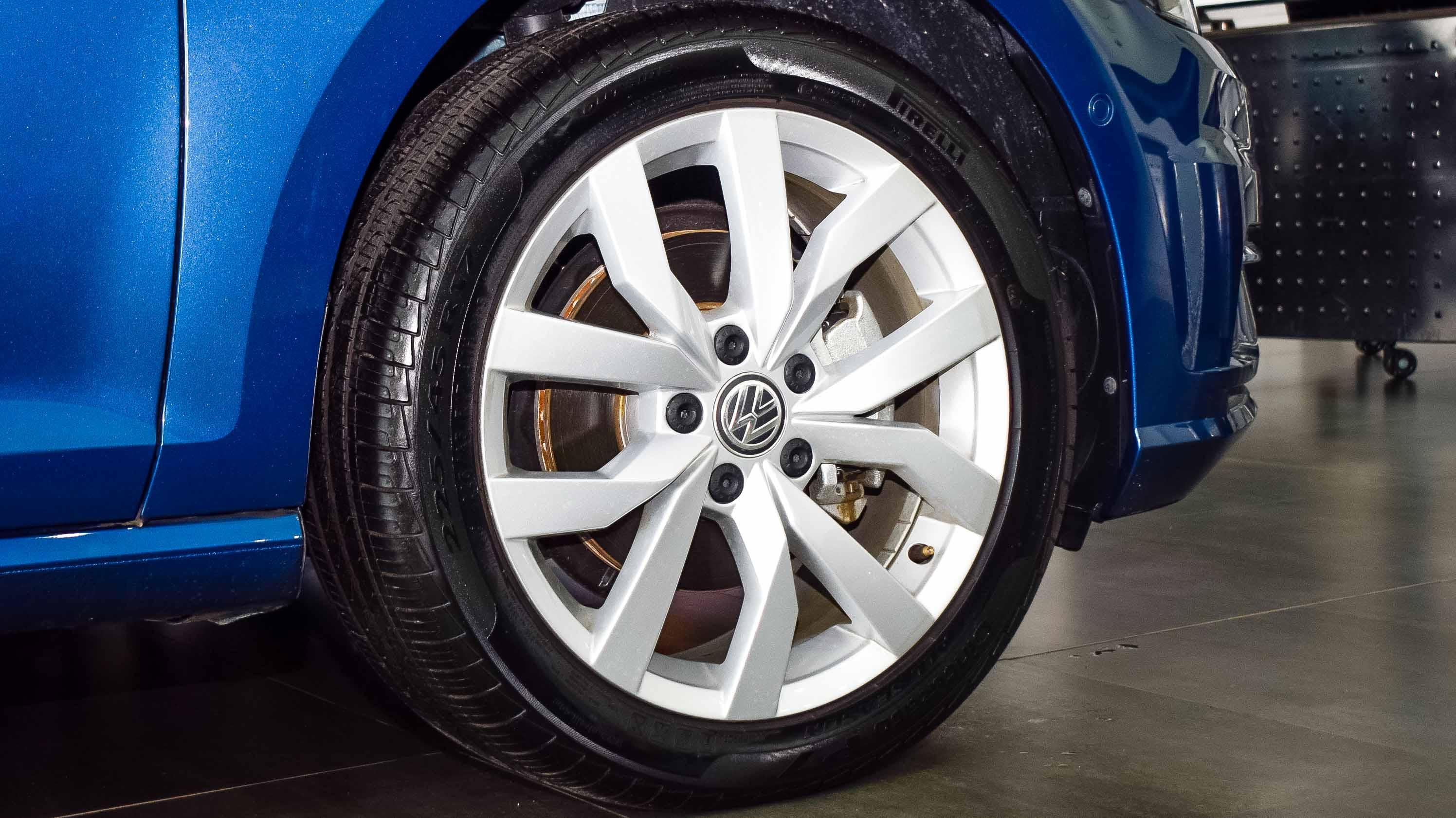 2019-Volkswagen-Golf-1.4-Blue-Beige-Canadian-Specifications-10.jpg