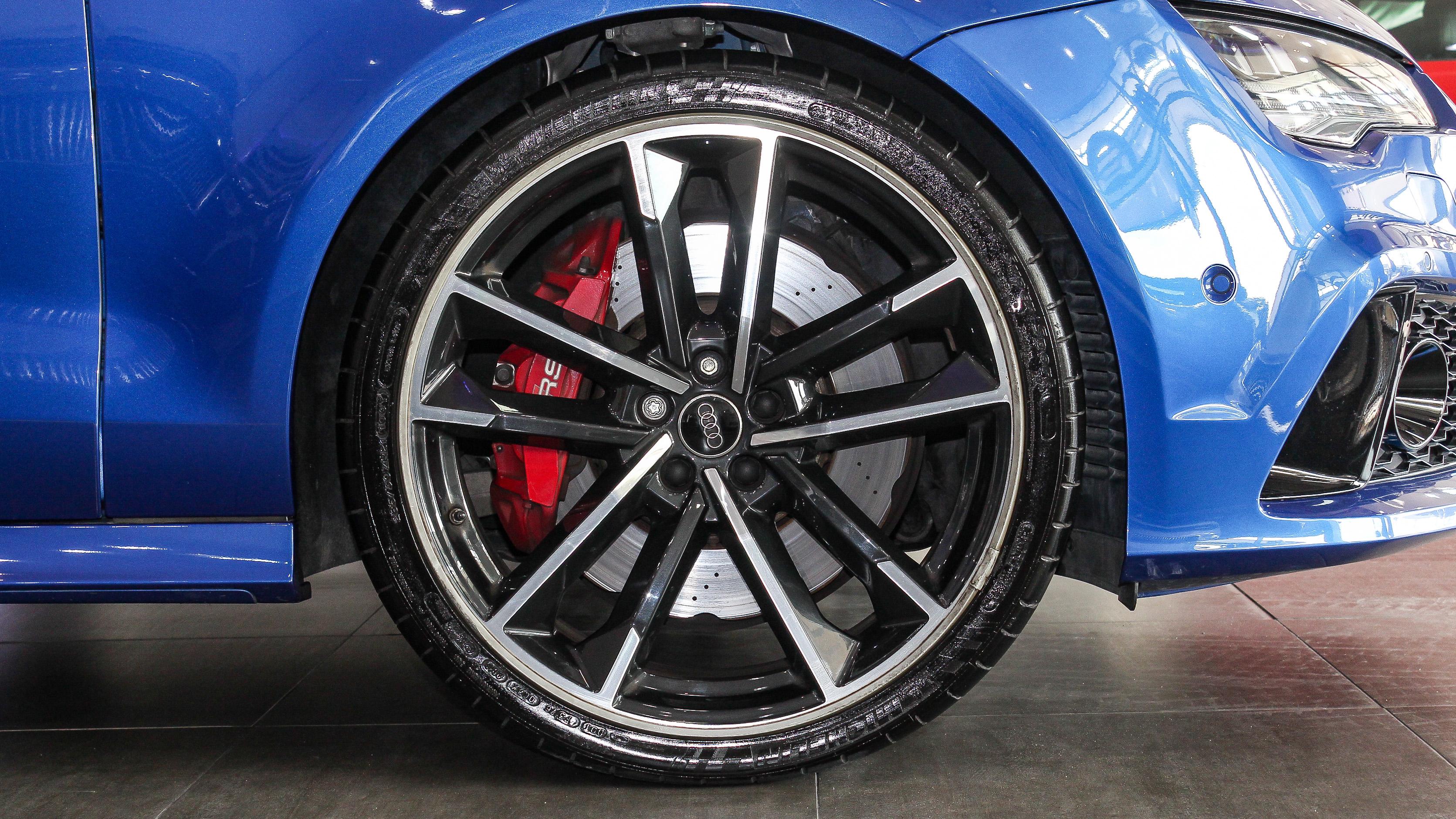 2016-Audi-RS7-Blue-Black-GCC-10.jpg