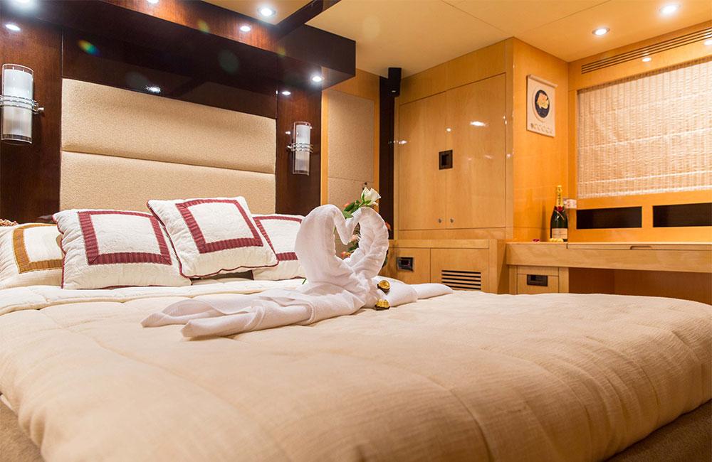 Luxury Suites at Yacht Dubai.jpg