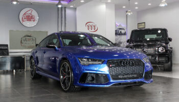 2016-Audi-RS7-Blue-Black-GCC-03.jpg