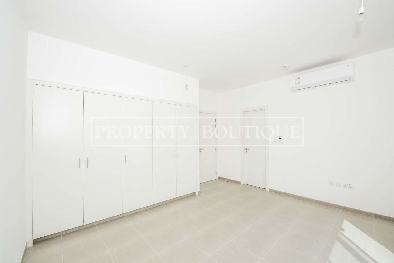 Beautiful 4 Bed + M | Close to the pool | AED 99K - Image 3