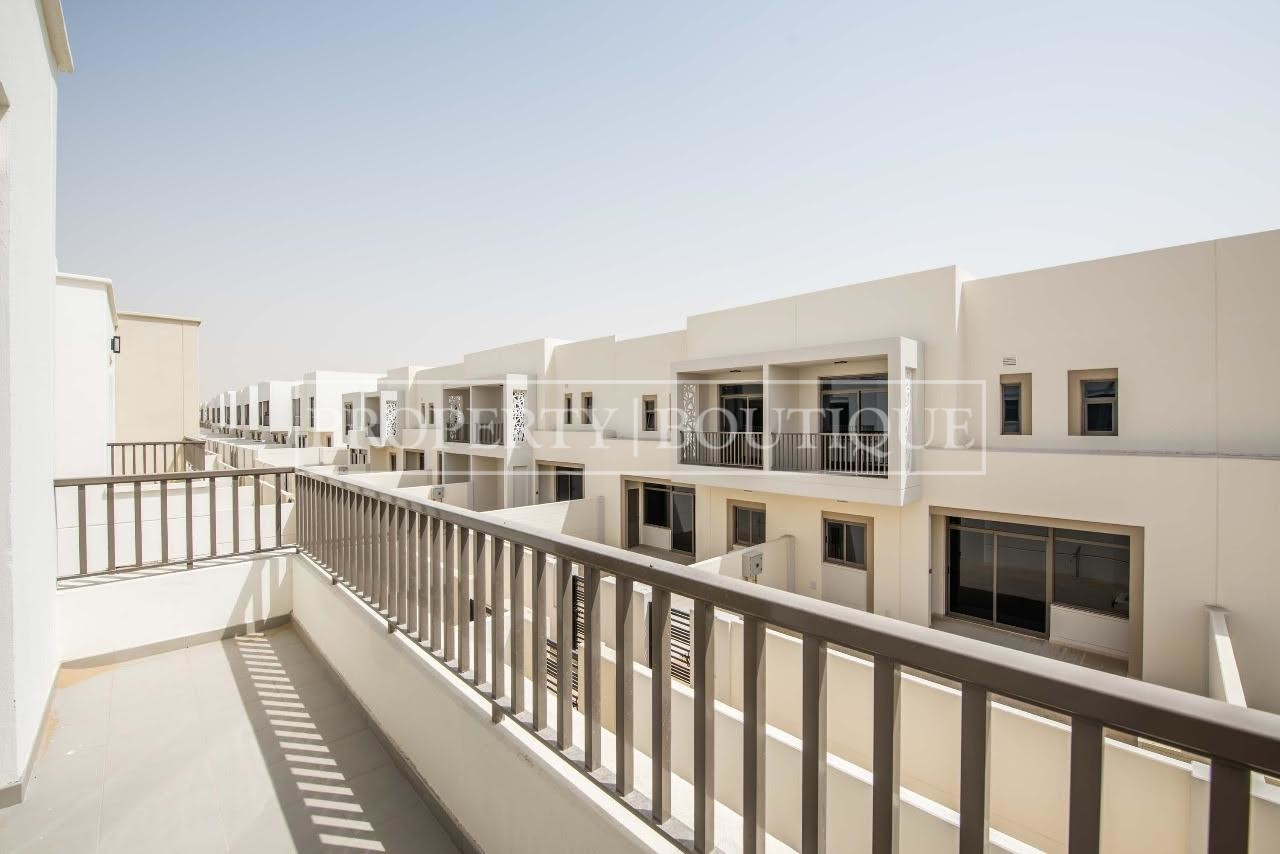 Beautiful 4 Bed + M | Close to the pool | AED 99K - Image 9