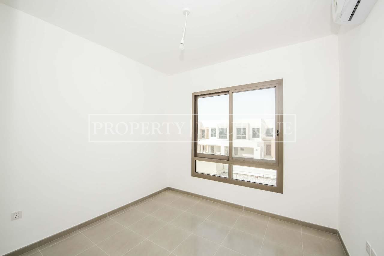 Beautiful 4 Bed + M | Close to the pool | AED 99K - Image 5