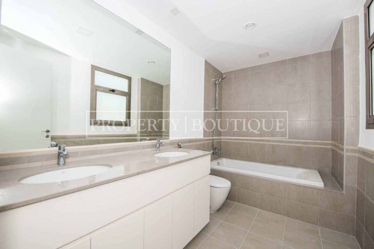 Beautiful 4 Bed + M | Close to the pool | AED 99K - Image 7