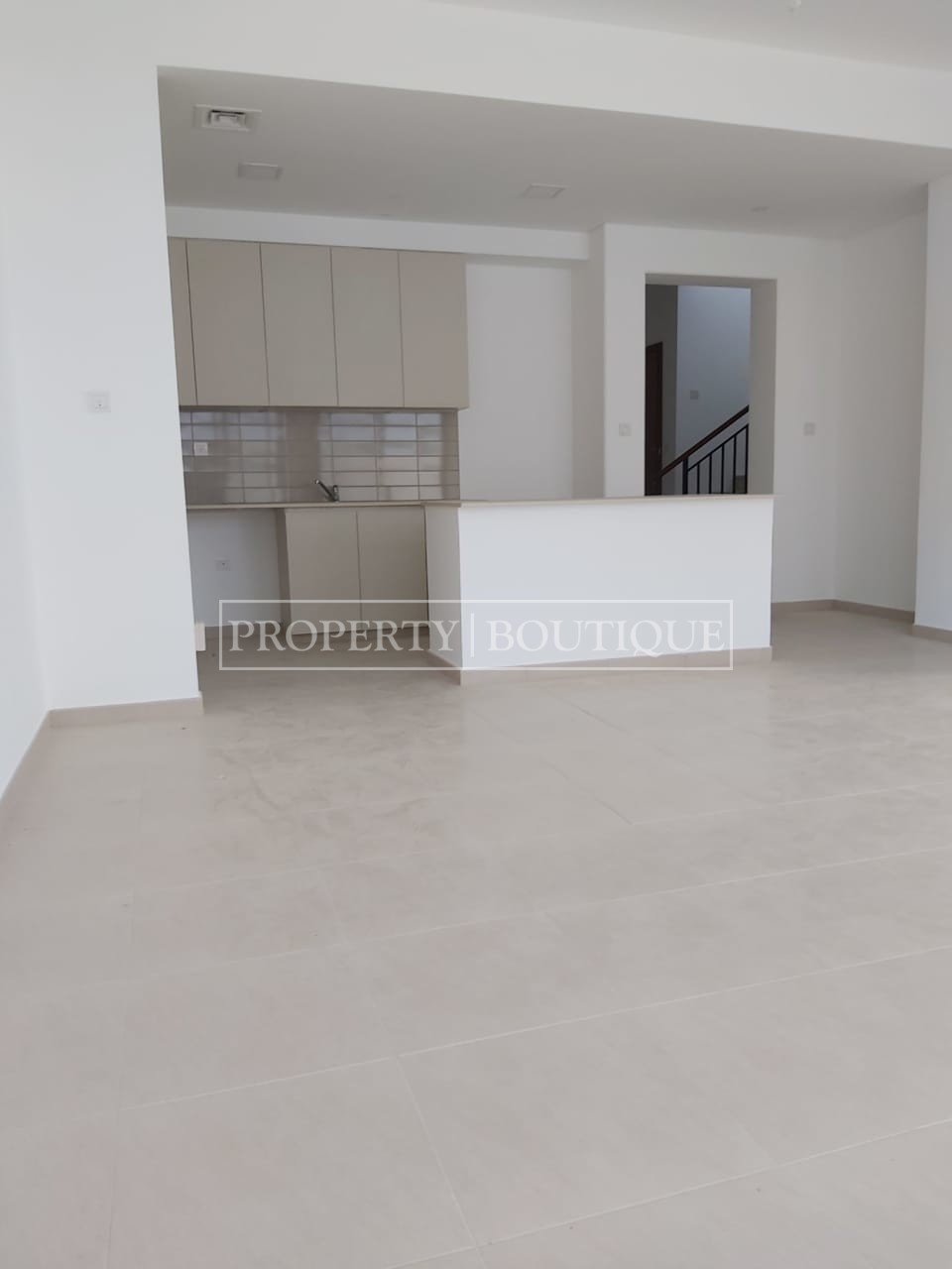 Beautiful 4 Bed + M | Close to the pool | AED 99K - Image 1