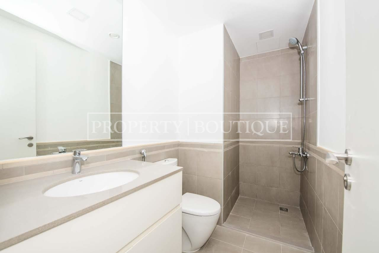 Beautiful 4 Bed + M | Close to the pool | AED 99K - Image 8