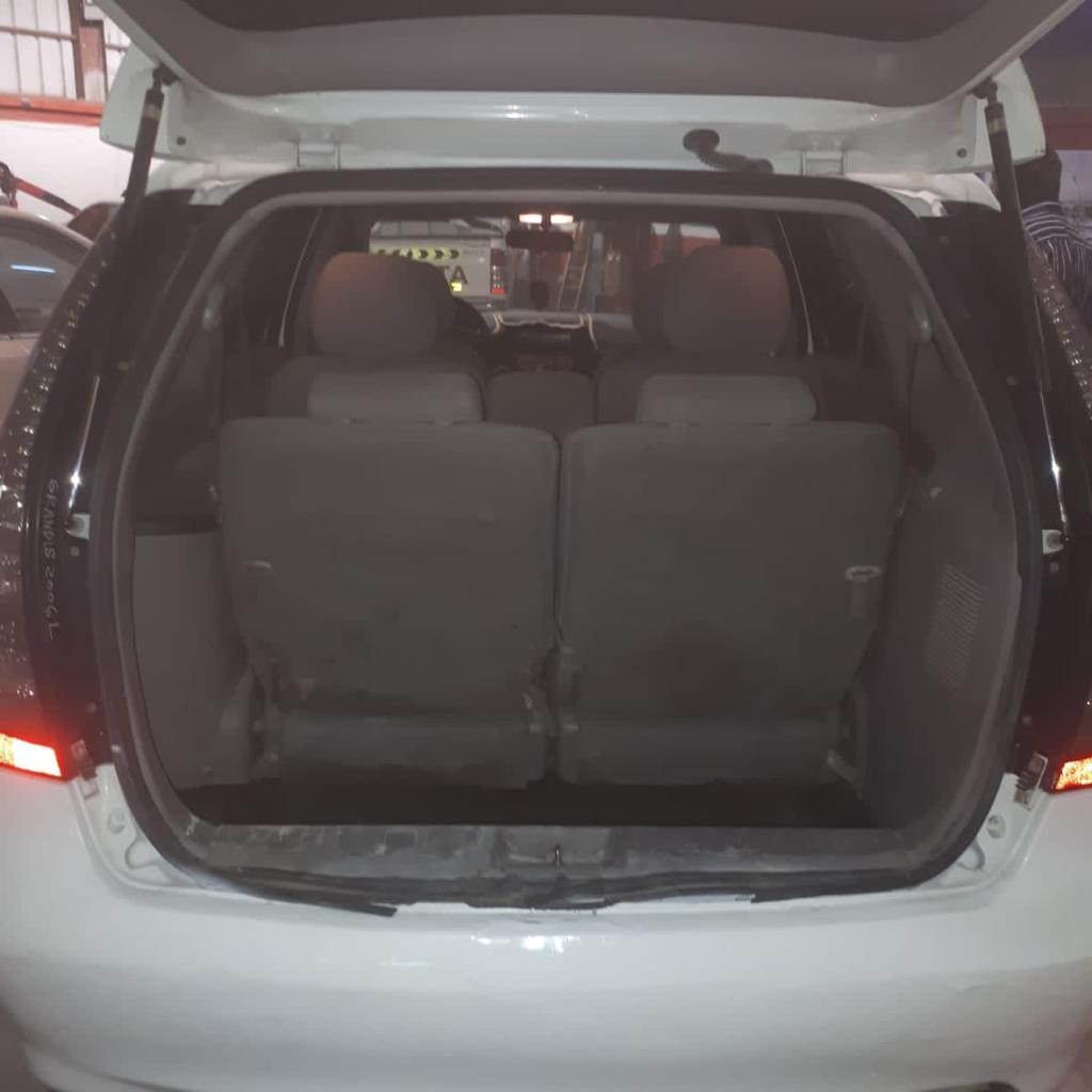 Affordable and Like New. Mitsubishi Grandis 7 seater 2008 for Sale in Abu Dhabi - Image 4