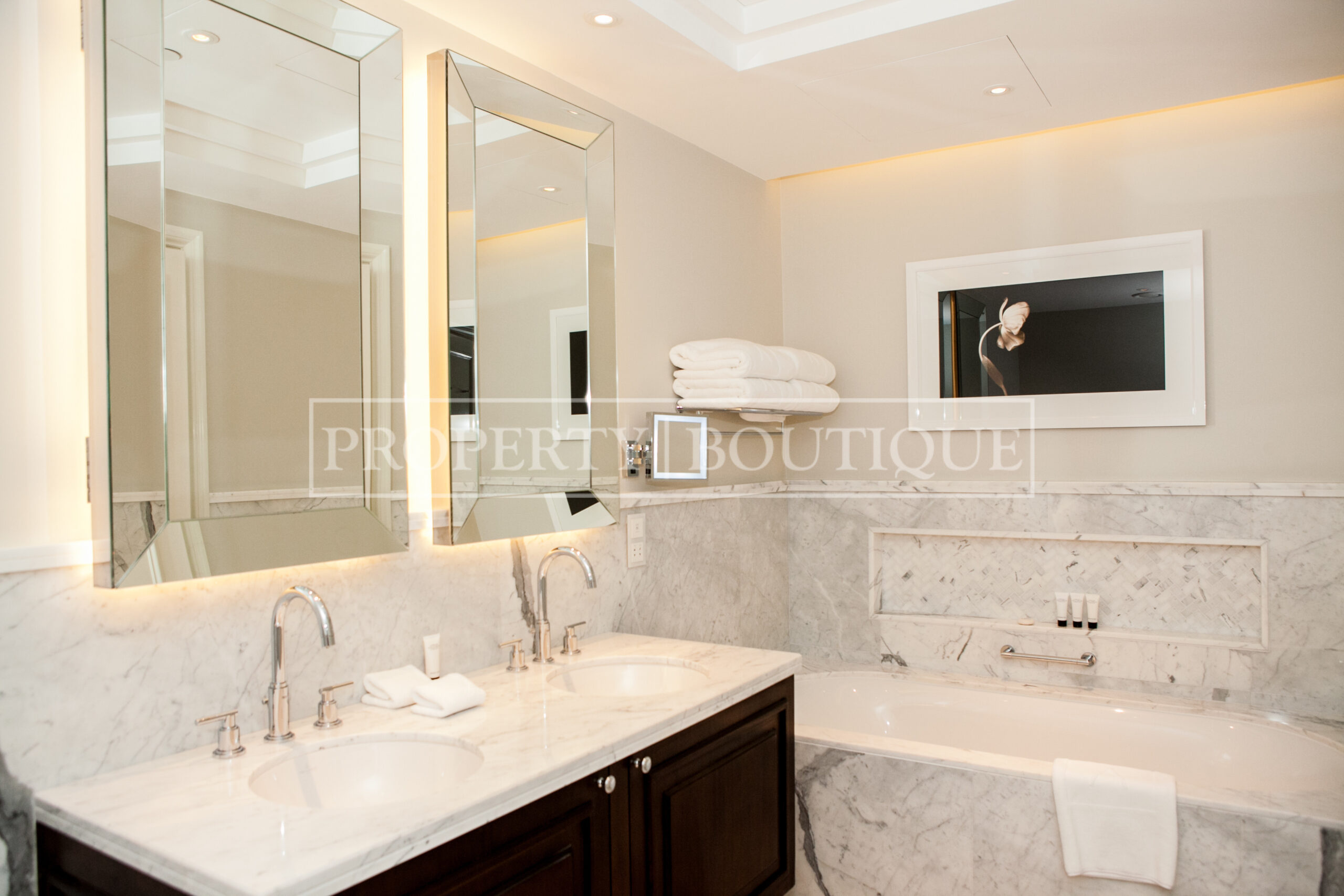 Mid Floor | Burj and Partial Fountain view - Image 8