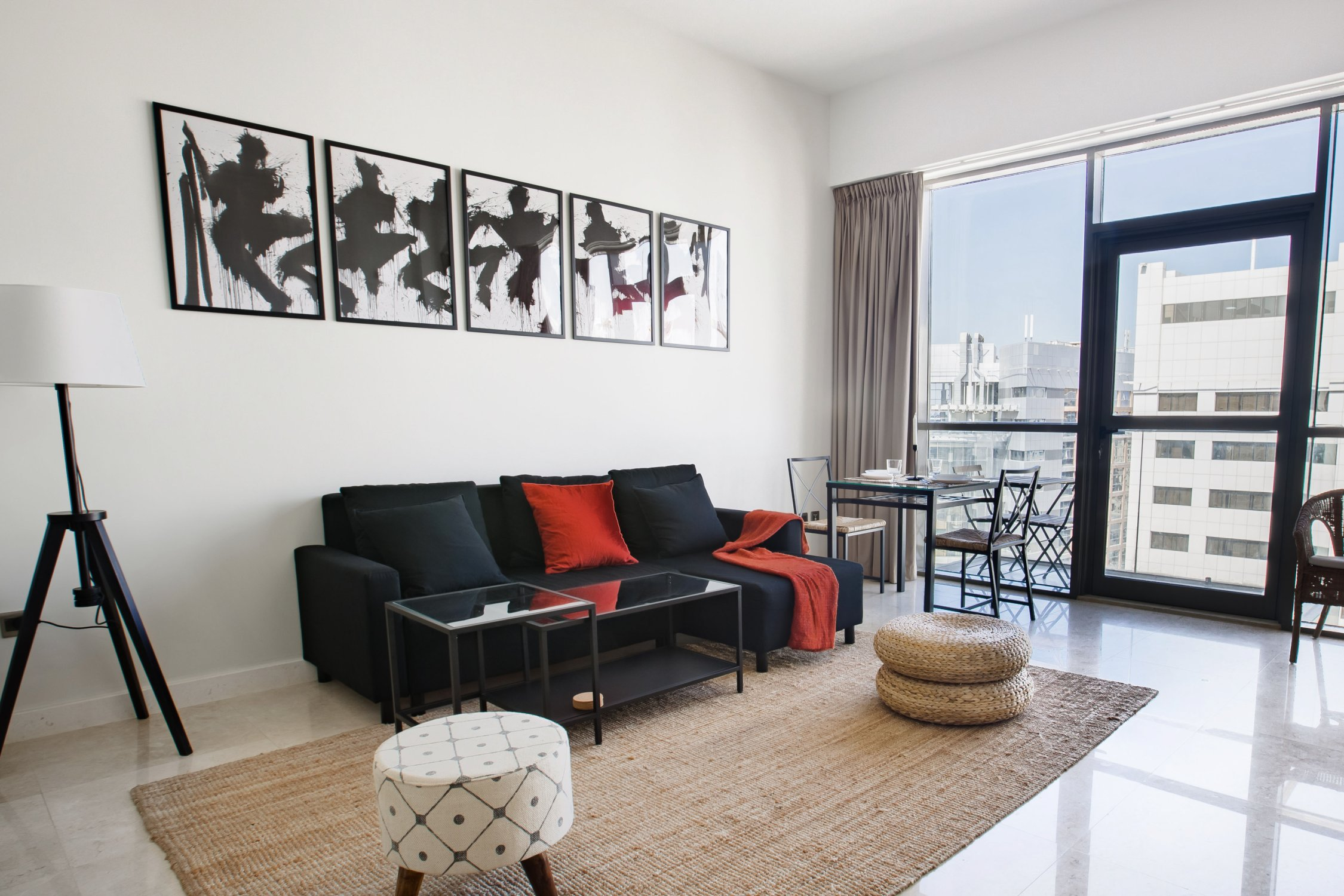 Beautiful One Bedroom next to Mall of the Emirates - Image 8
