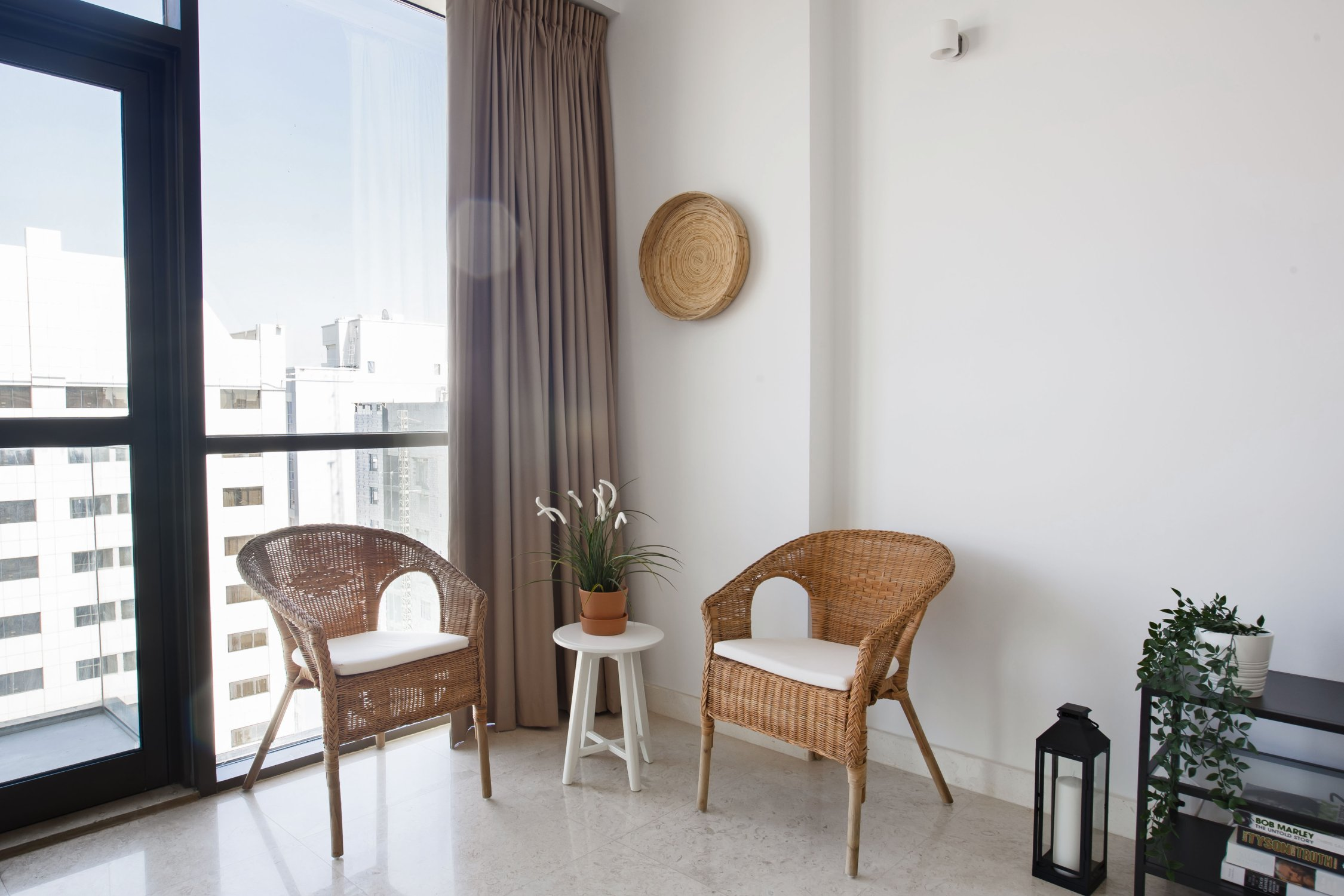Beautiful One Bedroom next to Mall of the Emirates - Image 4