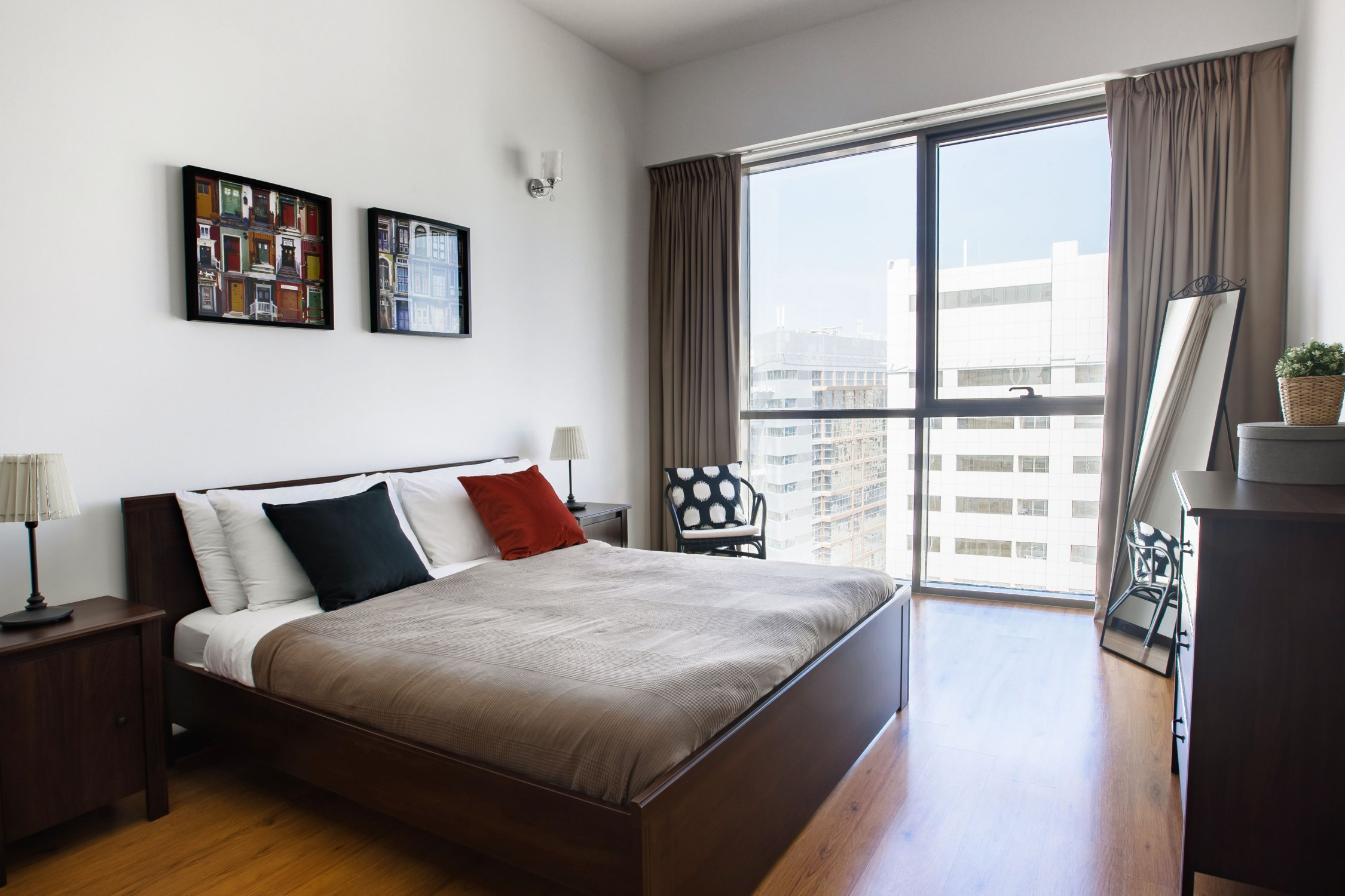 Beautiful One Bedroom next to Mall of the Emirates - Image 7