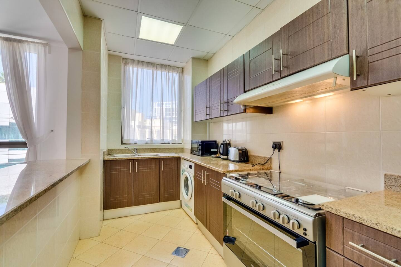 Beautiful Two-Bedroom - Next to Mall of the Emirates - Image 6