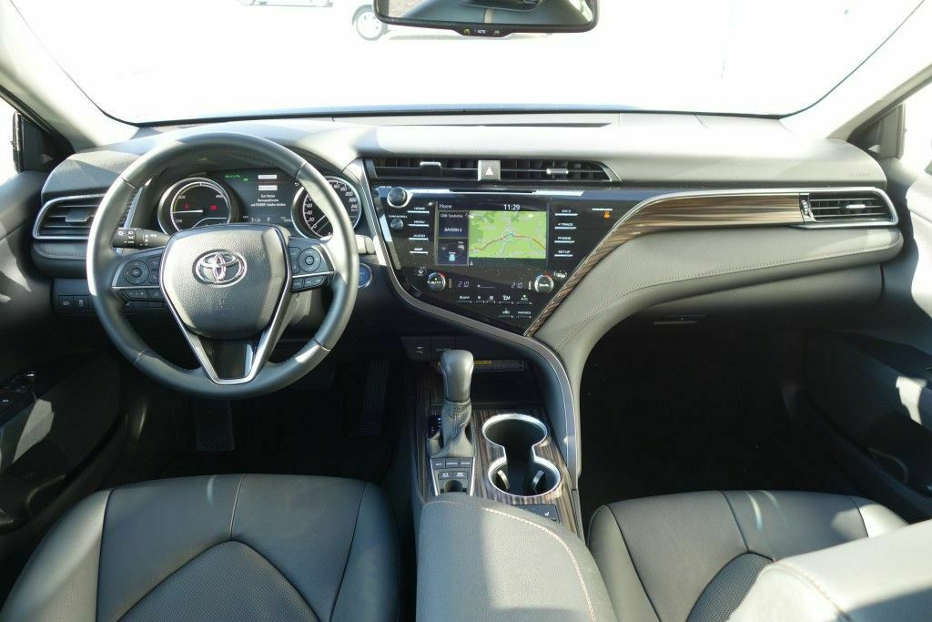 Toyota Camry Executive 218 PS Navigation 7.jpg