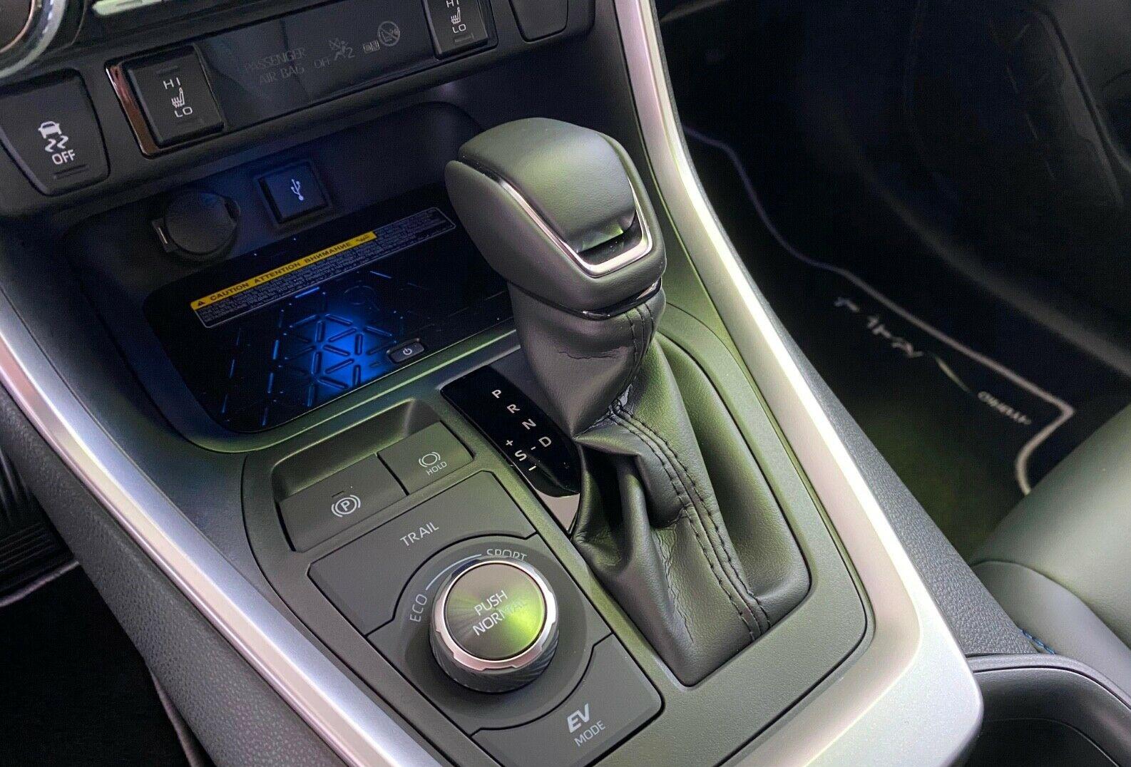 Toyota RAV4 Hybrid 4x4  11.jpg