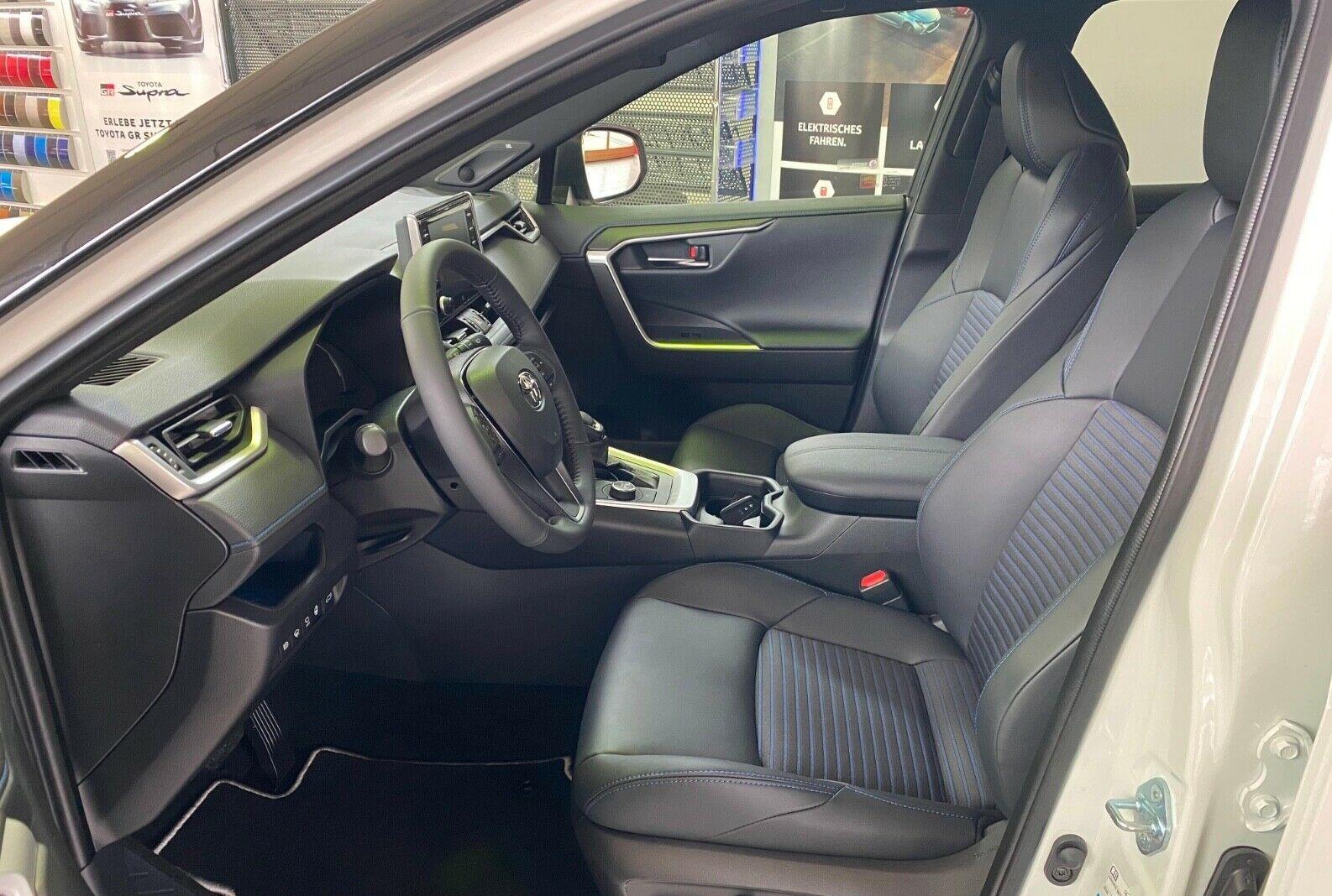 Toyota RAV4 Hybrid 4x4  8.jpg